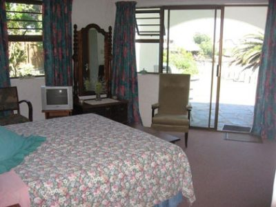 Waterways Bed & Breakfast Tel: 042 294 0282
